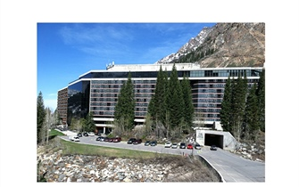 Nearly Three Decades at Snowbird: The Iconic Venue and its Influence on Dynamical Systems at SIAM